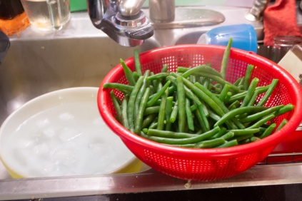 Draining & chilling green beans